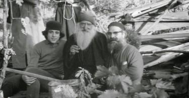 Ιερομόναχος Τύχων ο Ρώσος (1884-1968) με τους αδελφούς Ιωασαφαίους και τον Άγιο Παΐσιο