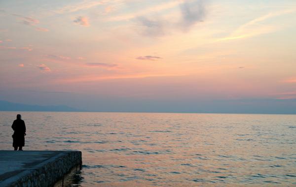 μοναχός - θάλασσα